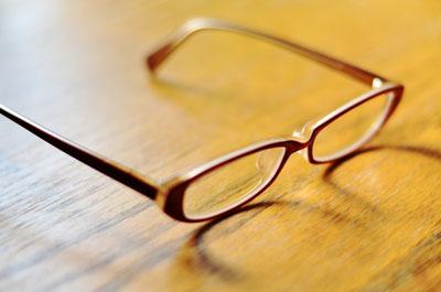 メガネやウィッグのイメージ写真